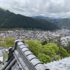 天守から眺める魚の形をした城下町