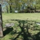 本丸表門(大門)跡。発掘された礎石が残る