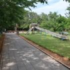 本曲輪。児童公園になっていて、なだらかなローラーすべり台あり