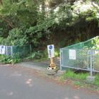 三浦学苑グラウンドに至る道の途中が城への道