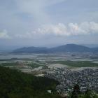 山上からみた観音寺城と安土城