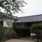 太鼓門及び続櫓。建物背面が高欄付き廊下になっている