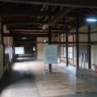 天秤櫓内部。大堀切側(左側)は二重壁になっている