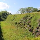 本丸の石垣と堀