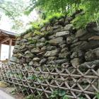 銀明水井戸裏の石垣