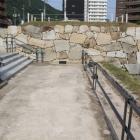 整備復元された後藤門石垣近くで