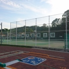 テニスコート越しに応神天皇陵