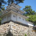 東鉄門跡と模擬櫓