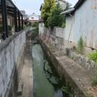 北西部の環濠の名残の水路