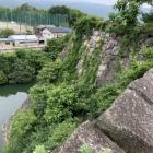 堀と高石垣(石垣の上から)