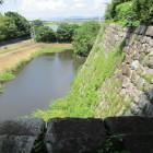 太鼓櫓跡横矢から西側石垣を見る