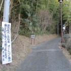 住吉神社入口脇の山道からアプローチ