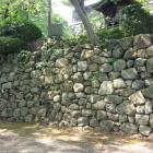 本丸跡の石垣。