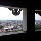 二階出部屋から市街地をみる。