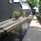 瀬戸川と白壁土蔵街圓光寺沿い