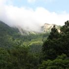 雲に隠れた地滑りした帰雲山