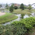 南東の復元池と庭園