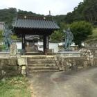 陽松寺山門前の金剛力像