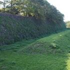 二の丸東門の巨大な畝のある空堀