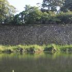 石垣の上に南蛮たたき鉄砲狭間が見られます。