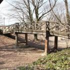 本丸と二の丸間にある横堀と木橋