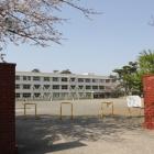 同左西側の曲輪内の小学校