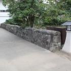 本丸大手門土橋とかまぼこ型石垣塀