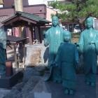 柴田神社の浅井三姉妹の銅像