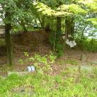 隣接する神社にあった土塁