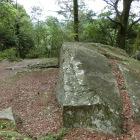 主各部の旗立岩