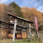 北赤井神社(右奥に登城口あり)