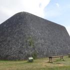 西のアザナの石垣