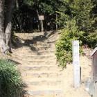 隣の小山に在る神明社