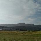 富田城は、右側(富田城遠景)