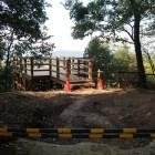 本丸跡の展望台。改修工事中のため立入禁止
