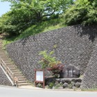 峠の通りから登城階段へ