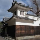 推定地の常宣寺の隅櫓風の太鼓楼