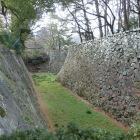 清正公石曳き像横の堀
