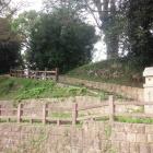 桜の馬場跡に通じる本丸裏門跡。道も当時のまま!