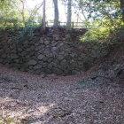 本丸と金柑丸を繋ぐ土橋(石垣):内堀の中より