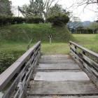 本曲輪と2曲輪に架かる橋、水堀、先は本丸枡形虎口