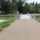 東門側の木橋、堀