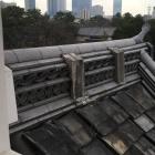 西南隅櫓の屋根の菊の御紋