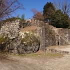 大矢倉跡も岩と石垣の共演