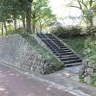 懐古館入口、城塁石垣