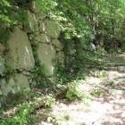 同左石垣門の右手