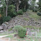 南曲輪の巨石、石垣崩落
