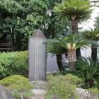 江尻小学校校内の石碑