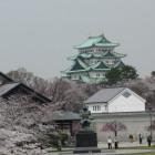 正門前駐車場近くの清正像と名古屋城