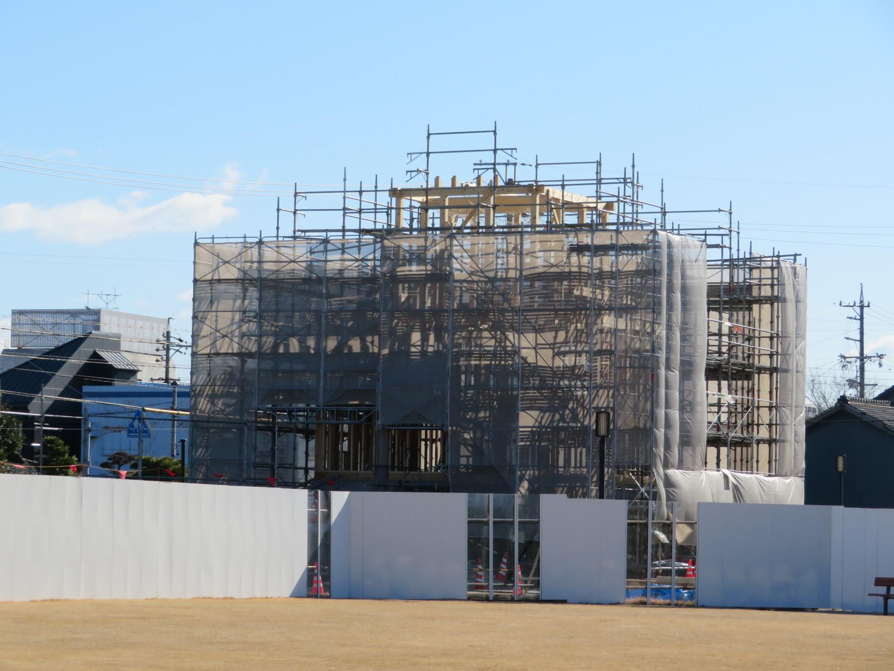 再建中の二の丸丑寅櫓